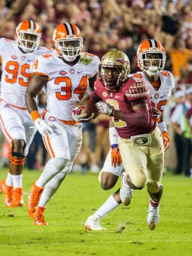 Kermit Whitfield makes a carry ahead of three Clemson defenders during the 2016 FSU-Clemson game in Tallahassee, Fl